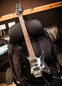 Dave Cureton's guitar